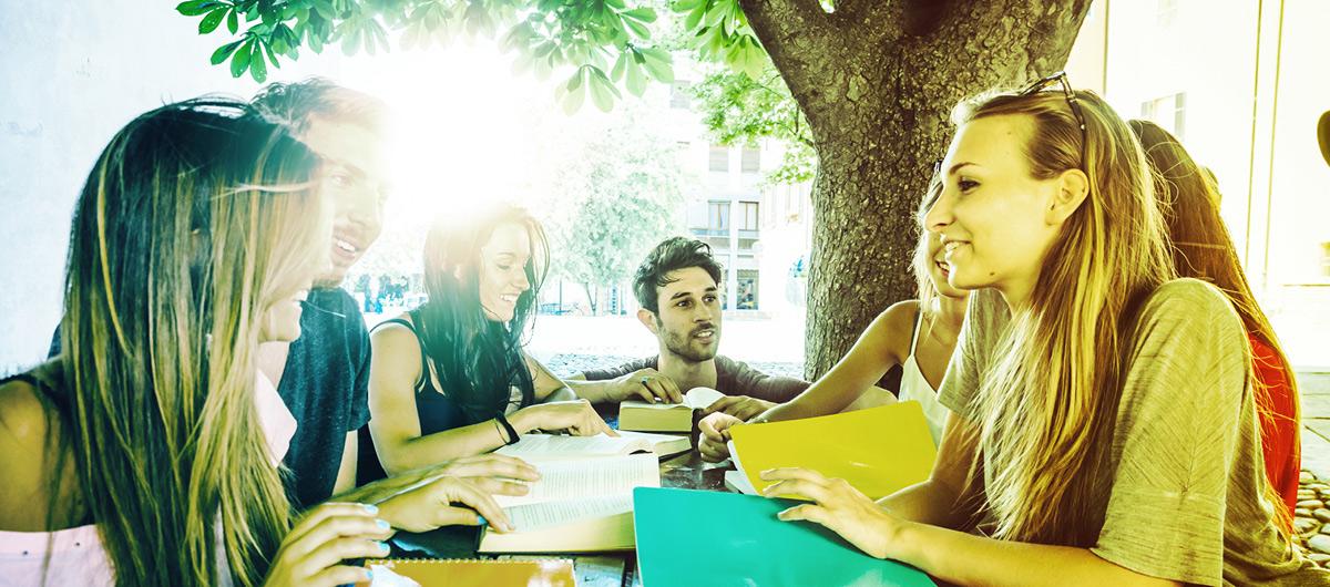 Schüler/innen beim Lernen